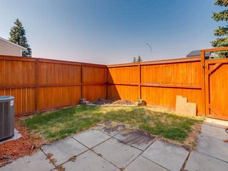 Photo 22: 1 3620 51 Street SW in Calgary: Glenbrook Row/Townhouse for sale : MLS®# C4198558