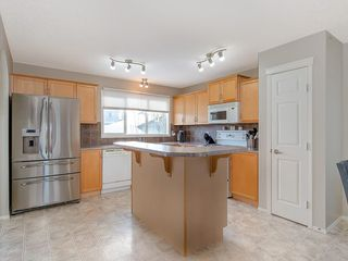 Photo 7: 649 EVERMEADOW Road SW in Calgary: Evergreen Detached for sale : MLS®# C4219450