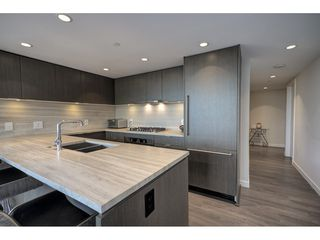 "Photo 4: 503 112 E 13TH Street in North Vancouver: Central Lonsdale Condo for sale in ""CENTERVIEW"" : MLS®# R2358971"