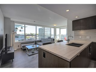 "Photo 3: 503 112 E 13TH Street in North Vancouver: Central Lonsdale Condo for sale in ""CENTERVIEW"" : MLS®# R2358971"