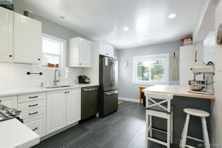 Photo 7: 3131 Kingsley Street in VICTORIA: SE Camosun Single Family Detached for sale (Saanich East)  : MLS®# 411643