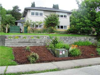 Photo 1: 147 E 7TH Avenue in New Westminster: The Heights NW House for sale : MLS®# V901701