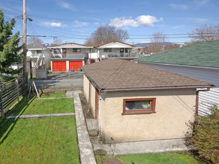 Photo 10: 2479 E GEORGIA Street in Vancouver: Renfrew VE House for sale (Vancouver East)  : MLS®# V1055540