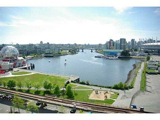 """Photo 14: 502 120 MILROSS Avenue in Vancouver: Mount Pleasant VE Condo for sale in """"THE BRIGHTON"""" (Vancouver East)  : MLS®# V1065555"""