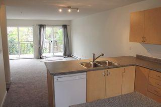 "Photo 4: 7 8814 216 Street in Langley: Walnut Grove Townhouse for sale in ""Redwoods Corner"" : MLS®# R2055444"
