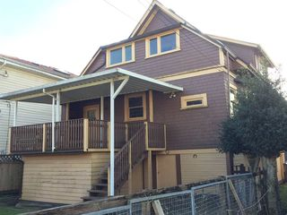 Photo 2: 735 E 26 Avenue in Vancouver: Fraser VE House for sale (Vancouver East)  : MLS®# R2143517
