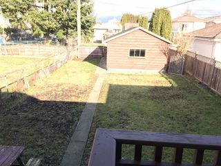 Photo 3: 735 E 26 Avenue in Vancouver: Fraser VE House for sale (Vancouver East)  : MLS®# R2143517