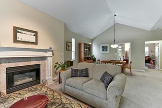 """Photo 4: 323 20655 88 Avenue in Langley: Walnut Grove Townhouse for sale in """"TWIN LAKES"""" : MLS®# R2144176"""