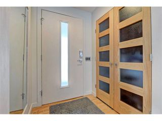 Photo 2: 5312 37 Street SW in Calgary: Lakeview House for sale : MLS®# C4107241