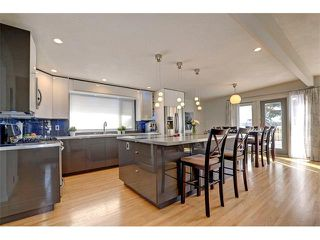Photo 3: 5312 37 Street SW in Calgary: Lakeview House for sale : MLS®# C4107241