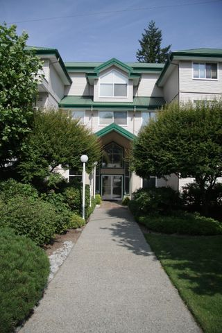 Photo 2: 452-2750 Fairlane Street in Abbotsford: Central Abbotsford Condo for sale : MLS®# R2189272