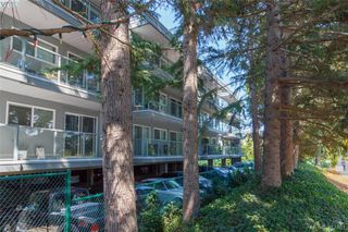 Photo 3: 403 2022 Foul Bay Road in VICTORIA: Vi Jubilee Condo Apartment for sale (Victoria)  : MLS®# 382451