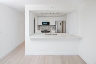 "Photo 10: 1903 1200 ALBERNI Street in Vancouver: West End VW Condo for sale in ""THE PACIFIC PALISADES"" (Vancouver West)  : MLS®# R2211458"