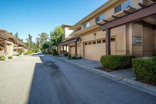 """Photo 1: 55 16655 64 Avenue in Surrey: Cloverdale BC Townhouse for sale in """"RIDGEWOOD"""" (Cloverdale)  : MLS®# R2217978"""