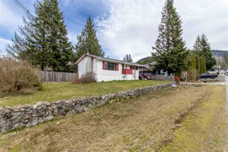 Photo 2: 1204 PARKWOOD Place in Squamish: Brackendale House for sale : MLS®# R2240418