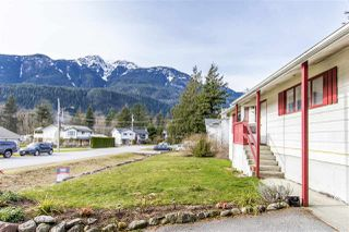 Photo 1: 1204 PARKWOOD Place in Squamish: Brackendale House for sale : MLS®# R2240418