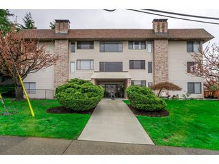 "Photo 1: 303 1410 BLACKWOOD Street: White Rock Condo for sale in ""CHELSEA HOUSE"" (South Surrey White Rock)  : MLS®# R2257779"