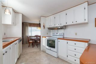 Photo 9: 11 151 Cooper Rd in VICTORIA: VR Glentana Manufactured Home for sale (View Royal)  : MLS®# 805155