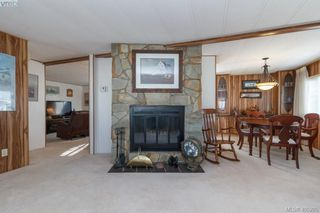 Photo 5: 11 151 Cooper Rd in VICTORIA: VR Glentana Manufactured Home for sale (View Royal)  : MLS®# 805155