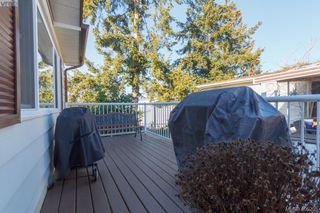 Photo 17: 11 151 Cooper Rd in VICTORIA: VR Glentana Manufactured Home for sale (View Royal)  : MLS®# 805155