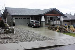 Photo 2: 5448 MCCOURT ROAD in Sunshine Coast: Home for sale : MLS®# R2139495