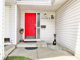 Photo 2: 11712 123 Street in Edmonton: Zone 07 House Half Duplex for sale : MLS®# E4197616