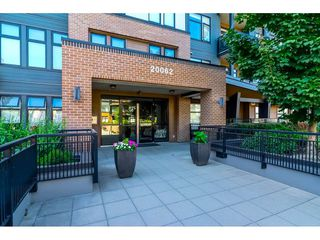 """Photo 3: 305 20062 FRASER Highway in Langley: Langley City Condo for sale in """"VARSITY"""" : MLS®# R2508491"""
