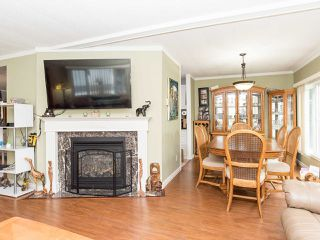 """Photo 10: 297 1840 160 Street in Surrey: King George Corridor Manufactured Home for sale in """"BREAKAWAY BAYS"""" (South Surrey White Rock)  : MLS®# R2519884"""