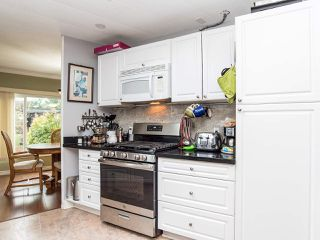 """Photo 15: 297 1840 160 Street in Surrey: King George Corridor Manufactured Home for sale in """"BREAKAWAY BAYS"""" (South Surrey White Rock)  : MLS®# R2519884"""