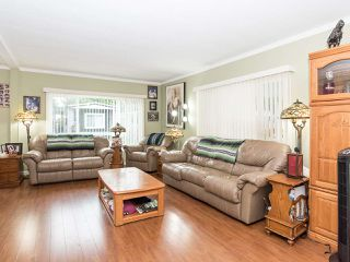 """Photo 5: 297 1840 160 Street in Surrey: King George Corridor Manufactured Home for sale in """"BREAKAWAY BAYS"""" (South Surrey White Rock)  : MLS®# R2519884"""