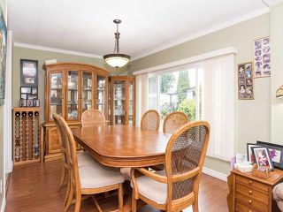 """Photo 12: 297 1840 160 Street in Surrey: King George Corridor Manufactured Home for sale in """"BREAKAWAY BAYS"""" (South Surrey White Rock)  : MLS®# R2519884"""
