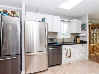"""Photo 17: 297 1840 160 Street in Surrey: King George Corridor Manufactured Home for sale in """"BREAKAWAY BAYS"""" (South Surrey White Rock)  : MLS®# R2519884"""