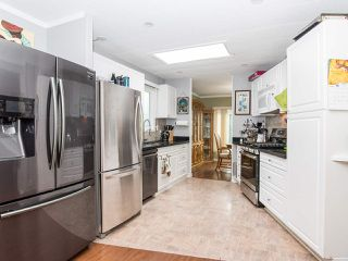 """Photo 14: 297 1840 160 Street in Surrey: King George Corridor Manufactured Home for sale in """"BREAKAWAY BAYS"""" (South Surrey White Rock)  : MLS®# R2519884"""