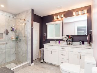 """Photo 29: 297 1840 160 Street in Surrey: King George Corridor Manufactured Home for sale in """"BREAKAWAY BAYS"""" (South Surrey White Rock)  : MLS®# R2519884"""