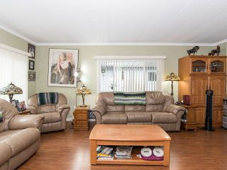 """Photo 9: 297 1840 160 Street in Surrey: King George Corridor Manufactured Home for sale in """"BREAKAWAY BAYS"""" (South Surrey White Rock)  : MLS®# R2519884"""