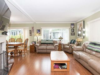 """Photo 8: 297 1840 160 Street in Surrey: King George Corridor Manufactured Home for sale in """"BREAKAWAY BAYS"""" (South Surrey White Rock)  : MLS®# R2519884"""