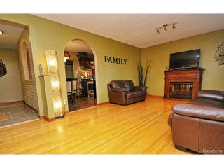Photo 5: 146 Danbury Bay in WINNIPEG: Westwood / Crestview Residential for sale (West Winnipeg)  : MLS®# 1410862