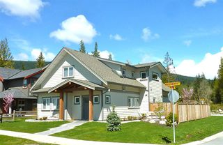 """Photo 1: 1032 WOODSWORTH Road in Gibsons: Gibsons & Area House for sale in """"Parkland"""" (Sunshine Coast)  : MLS®# R2019592"""