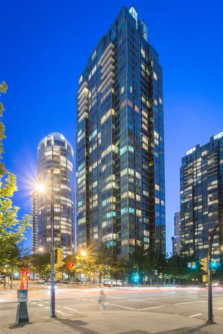 """Photo 2: 2404 1200 W GEORGIA Street in Vancouver: West End VW Condo for sale in """"RESIDENCES ON GEORGIA"""" (Vancouver West)  : MLS®# R2069332"""