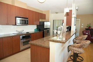 Photo 3: 2102 15 E ROYAL AVENUE in New Westminster: Fraserview NW Condo for sale : MLS®# R2168703