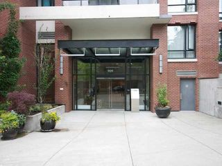 "Main Photo: 2510 909 MAINLAND Street in Vancouver: Yaletown Condo for sale in ""YALETOWN PARK II"" (Vancouver West)  : MLS®# R2321498"