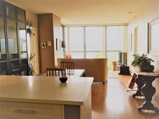 """Photo 4: 1801 907 BEACH Avenue in Vancouver: Yaletown Condo for sale in """"COARL COURT"""" (Vancouver West)  : MLS®# R2363755"""