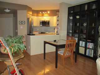 """Photo 3: 1801 907 BEACH Avenue in Vancouver: Yaletown Condo for sale in """"COARL COURT"""" (Vancouver West)  : MLS®# R2363755"""