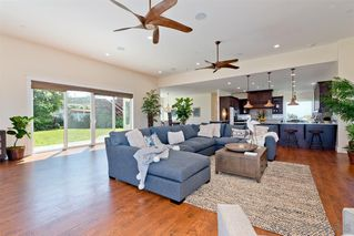 Photo 3: POINT LOMA House for sale : 3 bedrooms : 1276 Moana Dr in San Diego