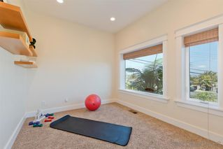 Photo 13: POINT LOMA House for sale : 3 bedrooms : 1276 Moana Dr in San Diego