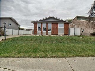 Main Photo: 331 Huffman Crescent in Edmonton: Zone 35 House for sale : MLS®# E4158419