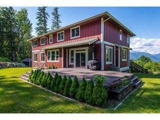 "Photo 4: 6027 DUNKERLEY Drive in Abbotsford: Sumas Mountain House for sale in ""Sumas Mountain"" : MLS®# R2386446"