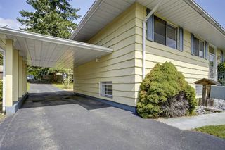 Photo 2: 1735 CHARLAND Avenue in Coquitlam: Central Coquitlam House for sale : MLS®# R2394617