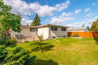Photo 3: 8607 177 Street in Edmonton: Zone 20 House for sale : MLS®# E4174997