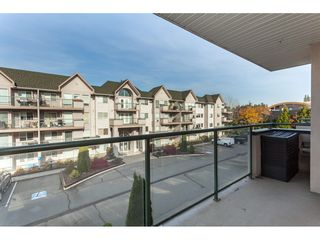Photo 4: 313 33728 King Road in Abbotsford: Poplar Condo for sale : MLS®# R2417070